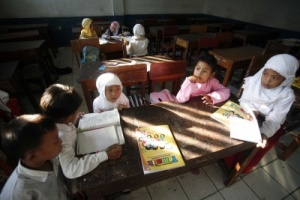 From the beginning: Children study in groups at an elementary school in Jakarta. Proselytizing in Indonesia's public schools is on the rise, recent studies have shown. JP/J. Adiguna