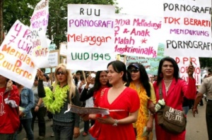 Sexual rights: Transsexuals join a rally to protest against the Pornography Law in Jakarta. JP/Arief Suhardiman